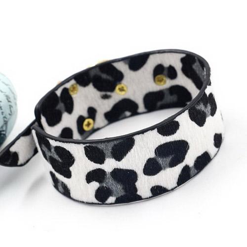 armband-luipaardprint-wit-grijs-zwart-goudengesp-leopardprint-white-grey-black-gold-animailprint-bracelet-dierenprint-mixandmatch-backside-movastyling
