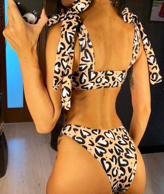 bikini-hartjes-swimwear-fullofhearts-back-bikinimodel-movastyling