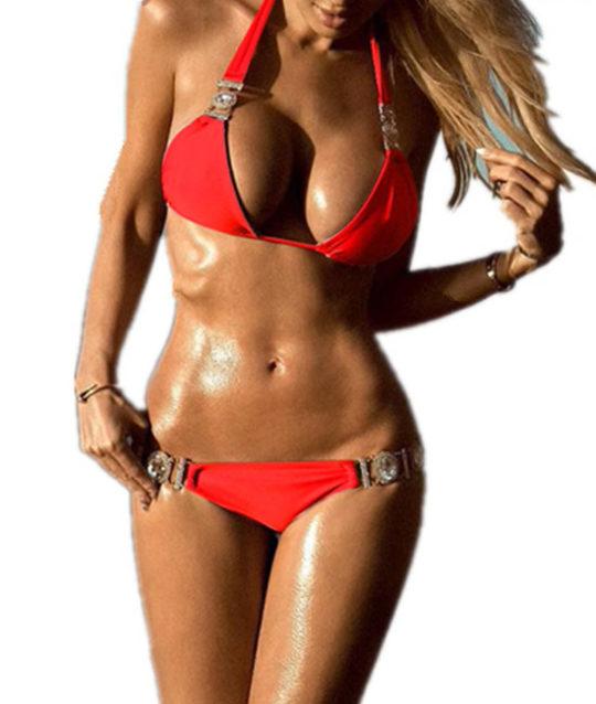 bikini-set-badmode-swimwear-rood-red-rhinestone-stenen-oud-accenten-blond-model-beachmodel-beachlook-zomer-vakantie-movastyling