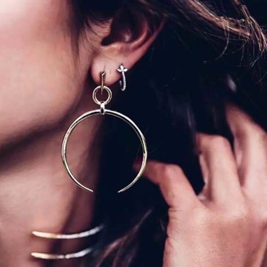 halve-maan-zilverkleur-oorbellen-crescent-bohemian-earparty-movastyling