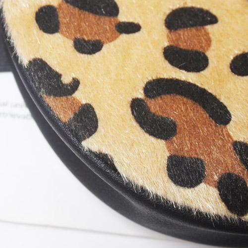 heuptas-beltbag-schoudertas-beige-zwart-goud-luipaardprint-dierenprint-leeuwenkop-close-up-movastyling