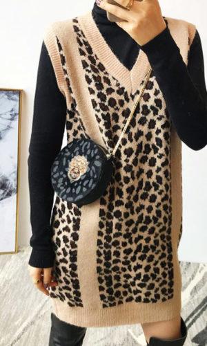 heuptas-beltbag-schoudertas-zwart-beige-goud-luipaardprint-dierenprint-leeuwenkop-boots-casual-sjiek-mirrorselfie-model-movastyling
