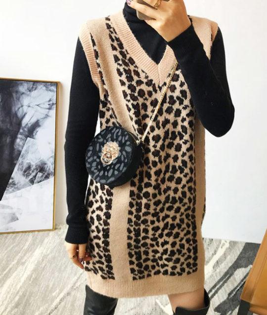 heuptas-beltbag-schoudertas-zwart-beige-goud-luipaardprint-dierenprint-leeuwenkop-real-leather-model-movastyling