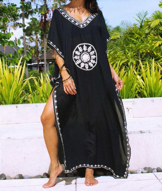 kaftan-lang-zwart-borduurwerk-katoen-cotton-black-long-beachdress-strandjurk-zomertijd-movastyling