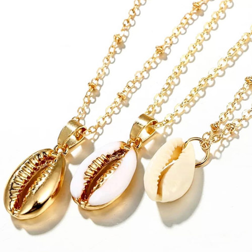 ketting-drie-3-laags-triple-chain-cowrie-shell-schelpjes-goudkleur-kettingen-necklace-sieraden-bijoux-bohemain-vintage-beach-strand-2019-fashion-movastyling
