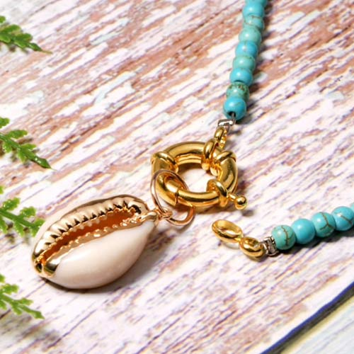 ketting-turquoise-jasseron-sluiting-goudkleur-cowrie-bohemain-movastyling