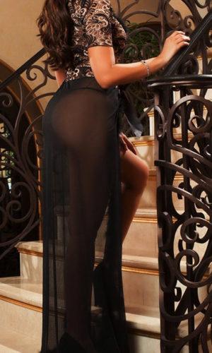 nachtrobe-achterkant-kortemouw-zwart-veertjes-long-nightgown-setje-thong-movastyling