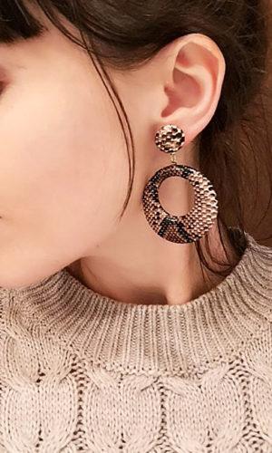 oorbellen-earring-slangprint-bruin-snakeprint-brown-animalprint-fashion-brunette-model-movastyling