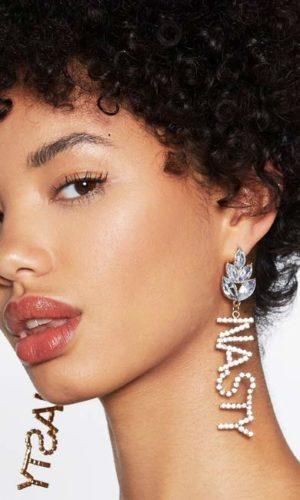 oorbellen-earring-strass-nasty-letters-goudkleur-bijoux-movastyling