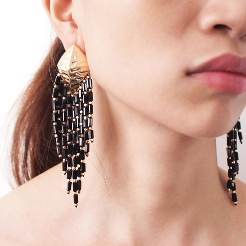 oorbellen-sieraden-bijoux-earringset-shell-drop-black-earrings-schelp-goudkleur-gold-zwart-model-movastyling