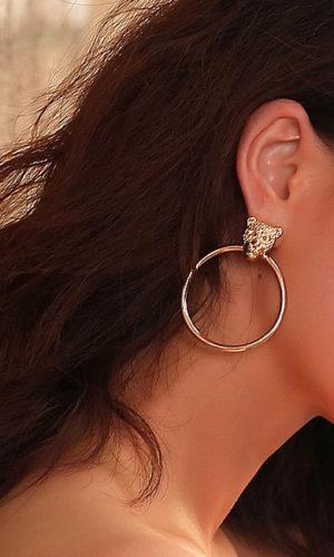 oorbellen-luipaard-ringen-goudkleur-leopard-earringset-earring-gold-fashion-brunette-model-movastyling