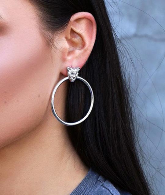 oorbellen-luipaard-ringen-zilverkleur-leopard-earringset-earring-silver-fashion-blackhair-model-fancy-movastyling